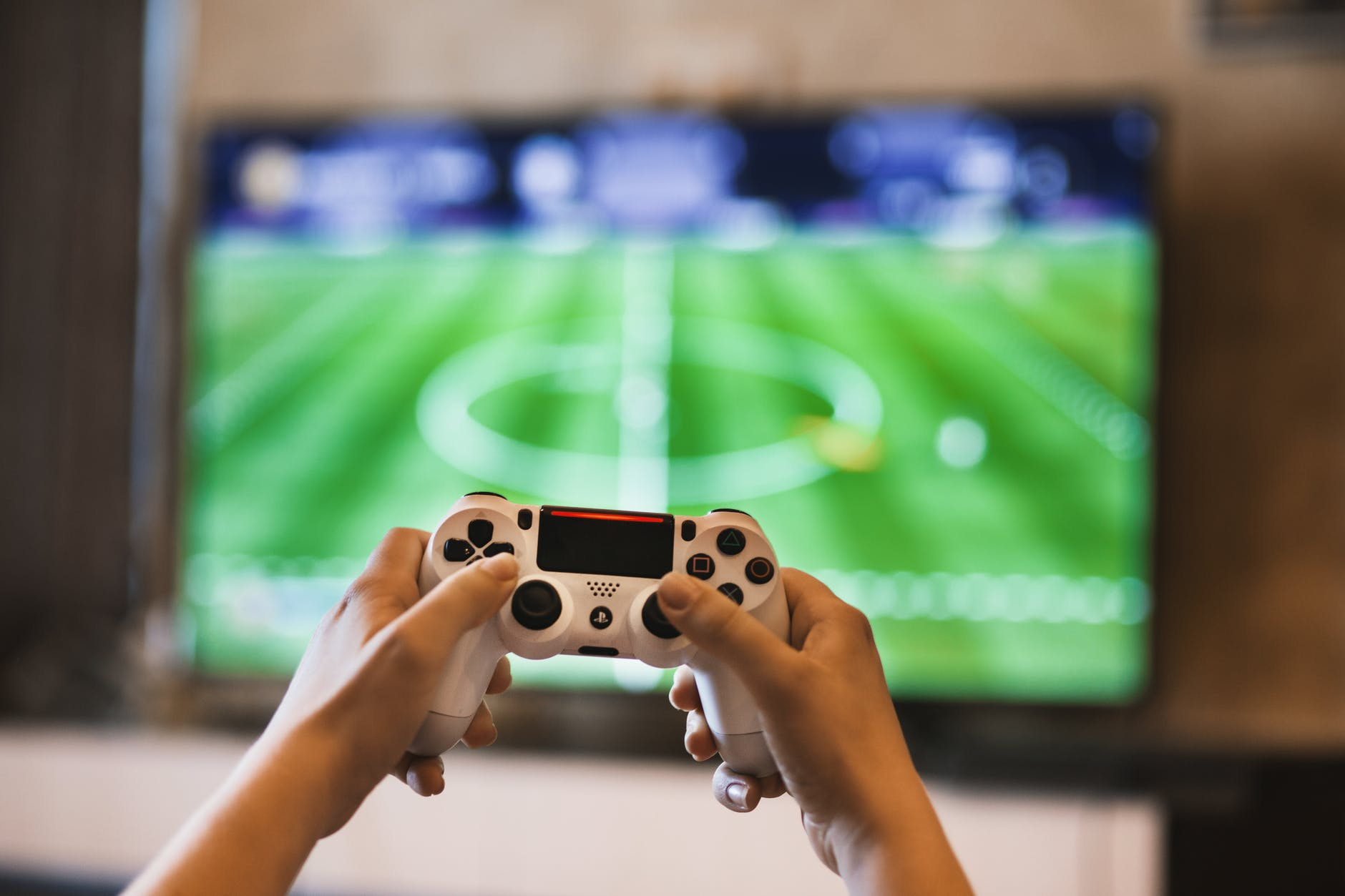 "playing footbal using controller - New App is called to become ""The Future of Fantasy Football"""